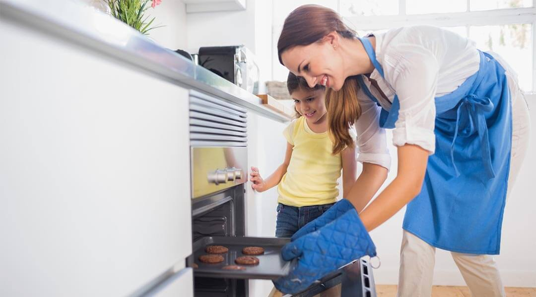 Smart Hacks To Keep The Oven Clean And Shiny Tips Tricks