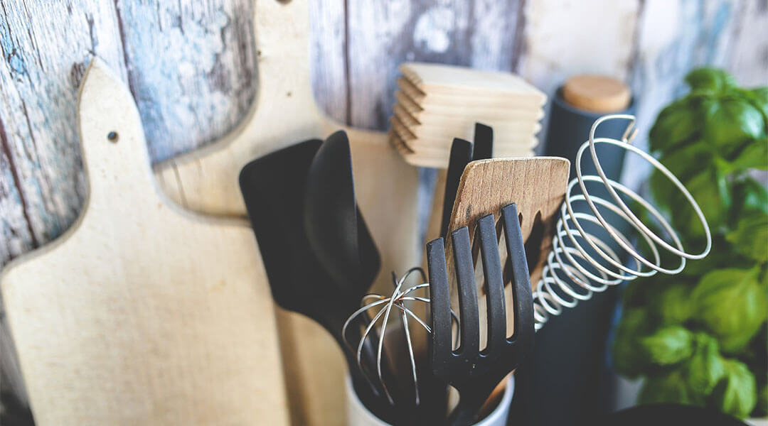 You Should Use These Best Cooking Utensils For Your
